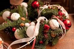 Рождественская сказка на двери. Поделки своими руками.